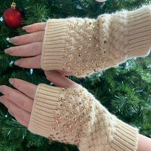 Beautiful fingerless gloves, NEVER WORN!